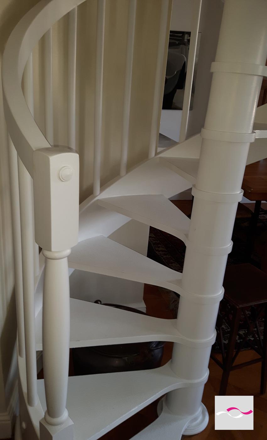 Escalier colimaçon et lit King Size